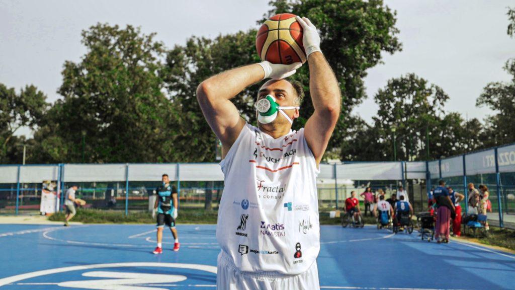 Masketball učesnici koriste Zelenu masku
